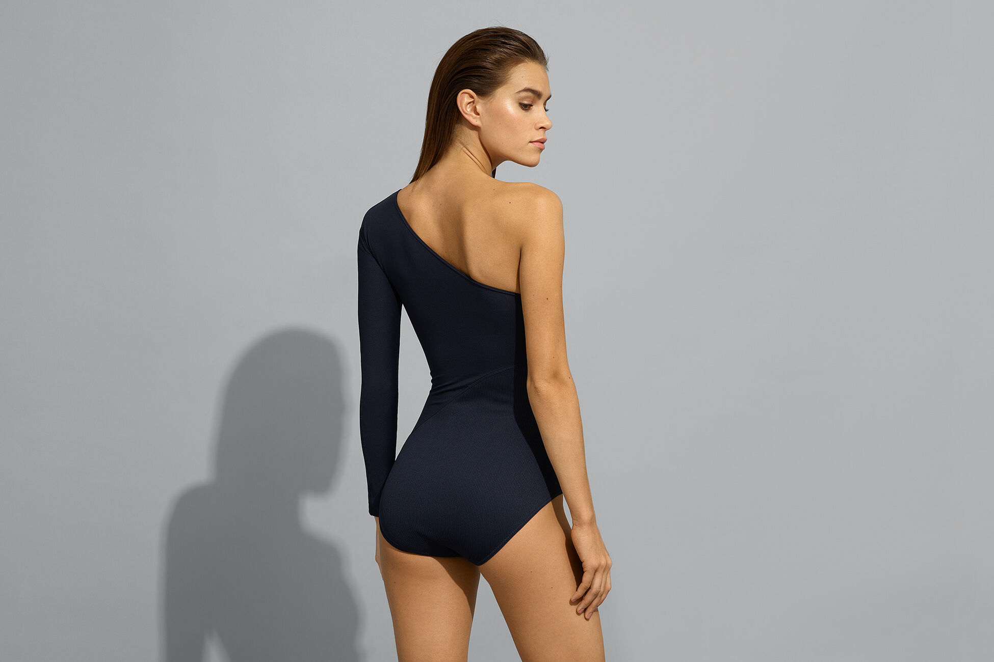 Extrem One-shoulder one-piece standard view �