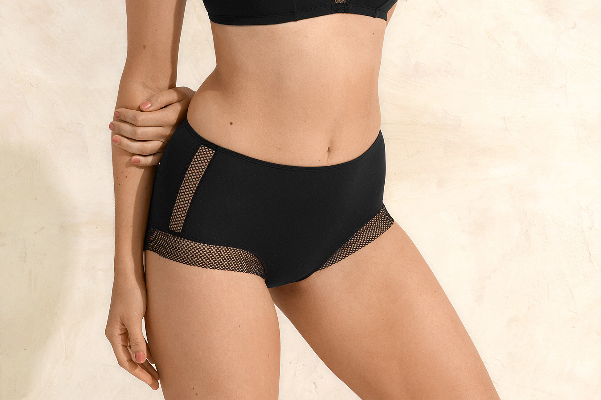 Tennis High-waisted brief standard view �