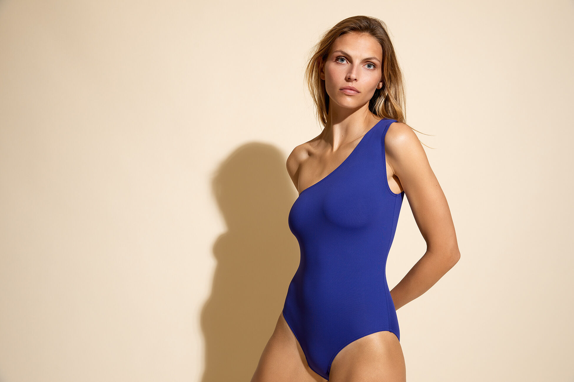 Effigie One-shoulder one-piece standard view �