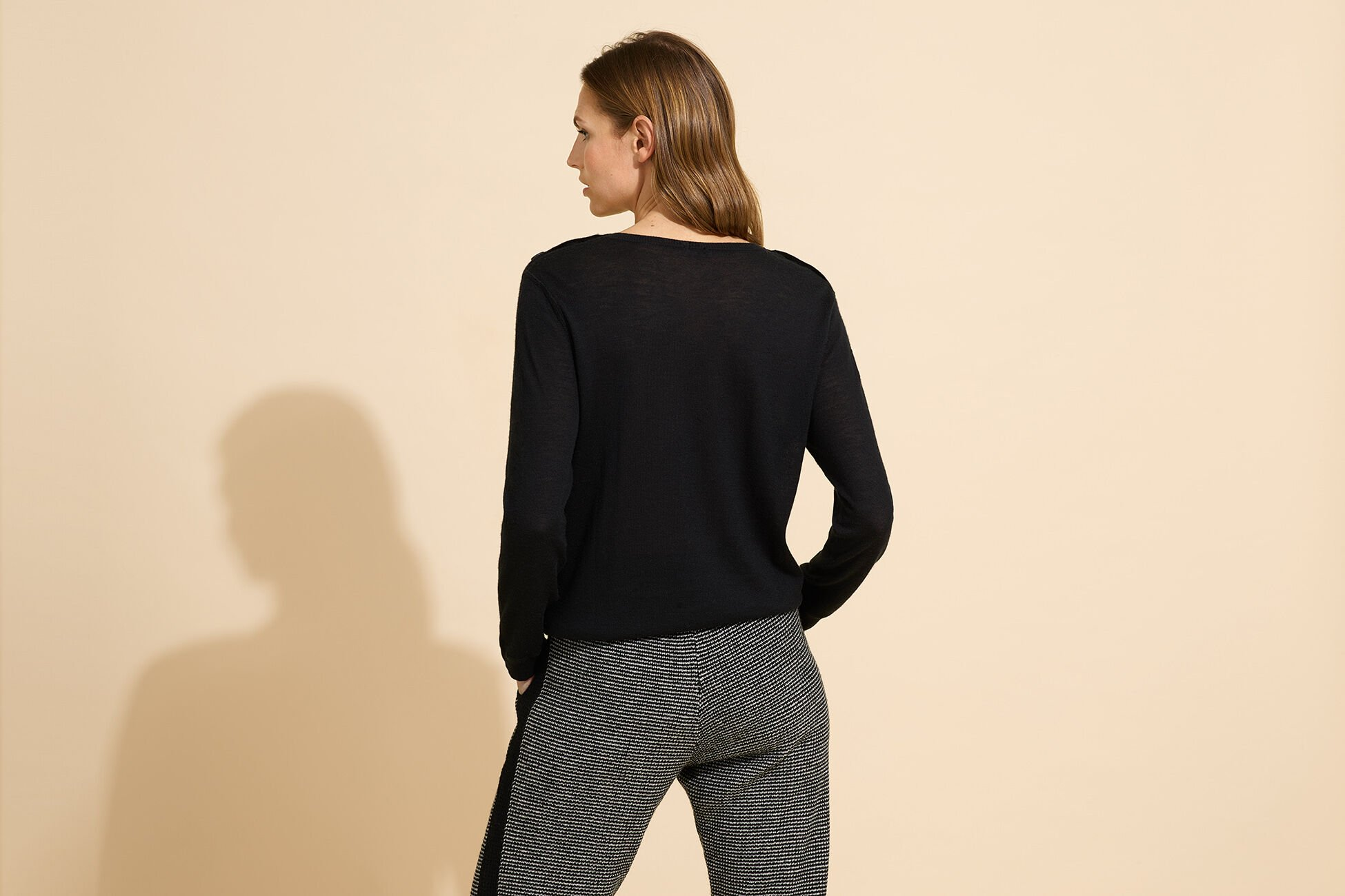 News Sweater standard view �