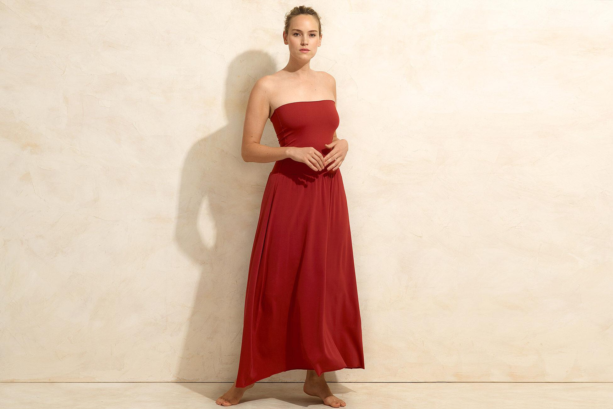 Oda Trägerloses langes Kleid Standardansicht �