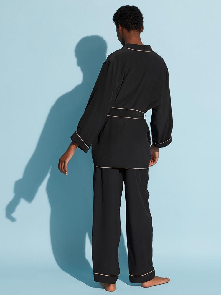 Uniform-NOIR/MAKE UP