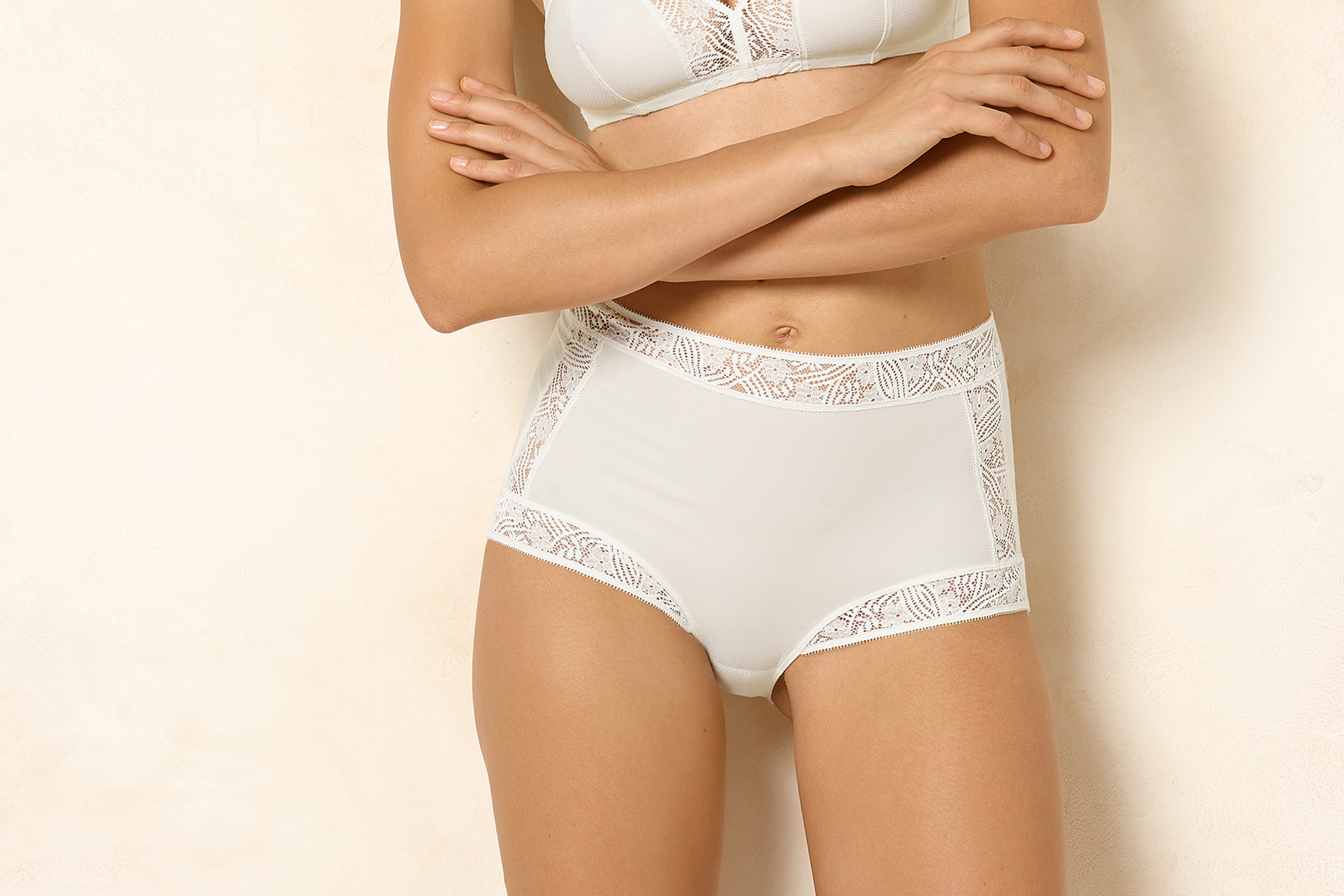 Fleur High-waisted brief standard view 1