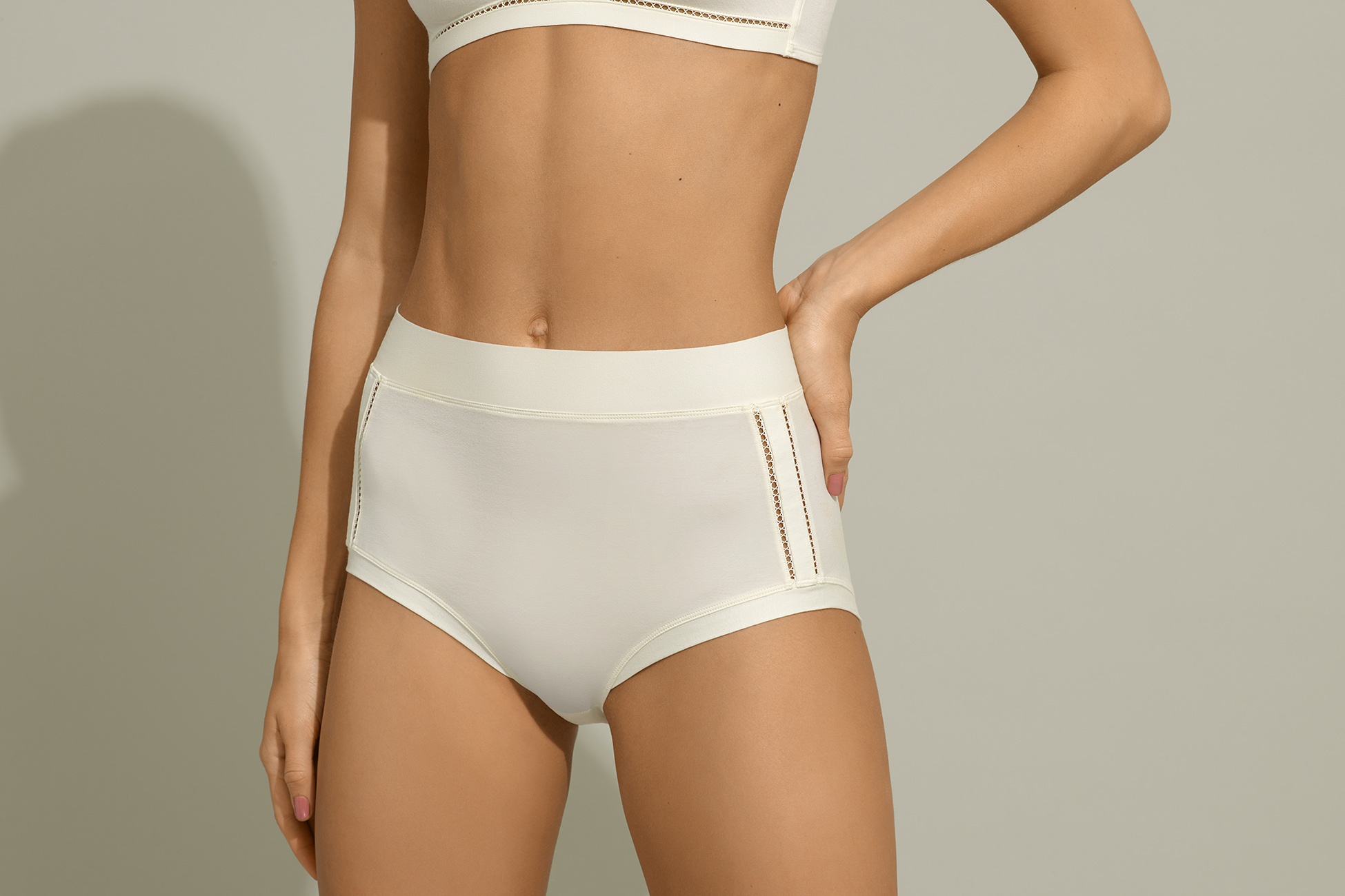 Hélas High-waisted brief standard view 1
